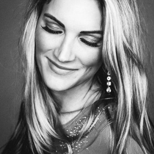 Daria Kinzer Sängerin
